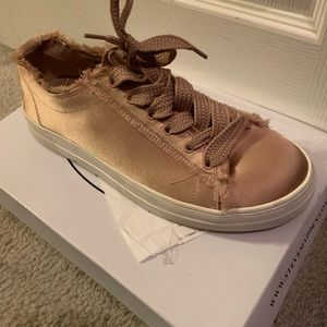 Steve Madden Blush Sneaker!
